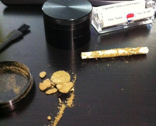Roll a joint of only kief